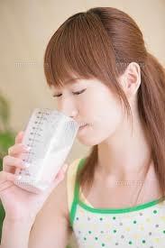 プロテインを女性が飲む時の効果的なタイミングは?